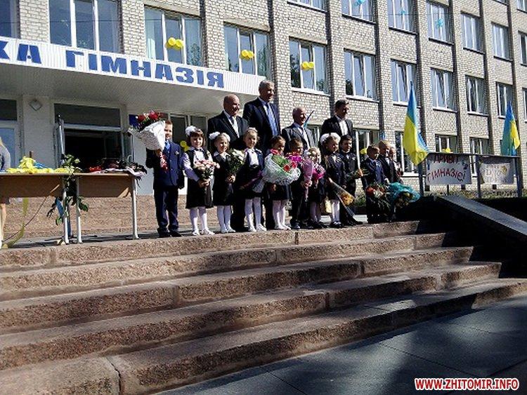 0109chern 5 - В Черняхівському районі голова РДА разом з народним депутатом вітав школярів з Днем знань