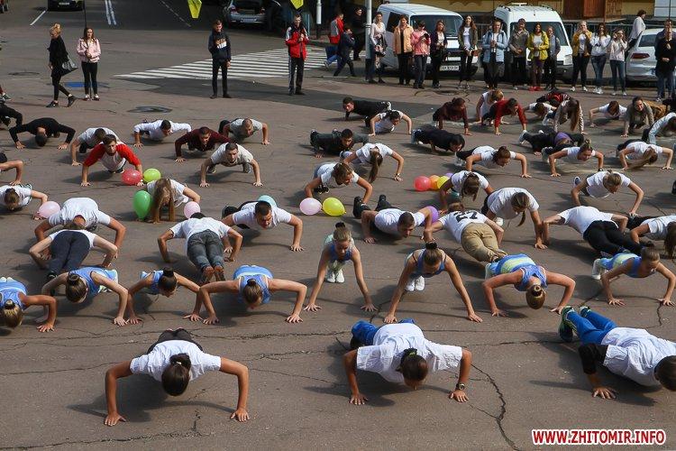 pOunce 14 - У центрі Житомира студенти віджалися 22 рази і отримали нагороди