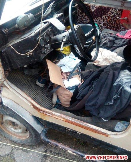 PM628image001 - За добу поліцейські виявили у жителів Житомирської області «міні-склад» боєприпасів, рушницю та порох