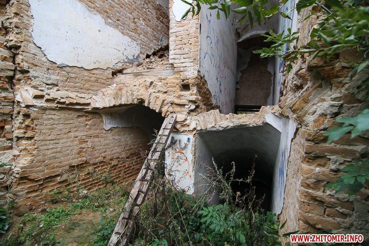 ryini 2109 08 - Аварійна «законсервована» пам'ятка архітектури в центрі Житомира. Фоторепортаж