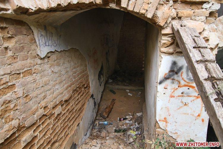 ryini 2109 09 - Аварійна «законсервована» пам'ятка архітектури в центрі Житомира. Фоторепортаж