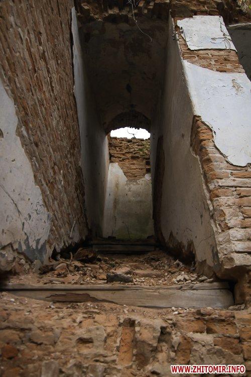 ryini 2109 10 - Аварійна «законсервована» пам'ятка архітектури в центрі Житомира. Фоторепортаж