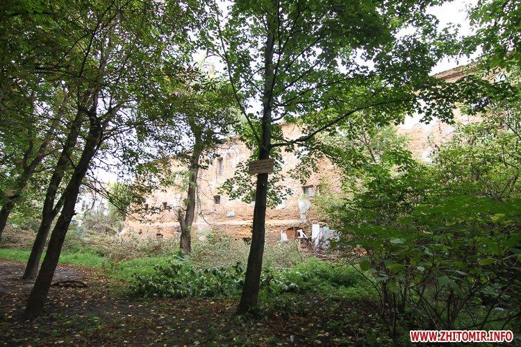 ryini 2109 11 - Аварійна «законсервована» пам'ятка архітектури в центрі Житомира. Фоторепортаж