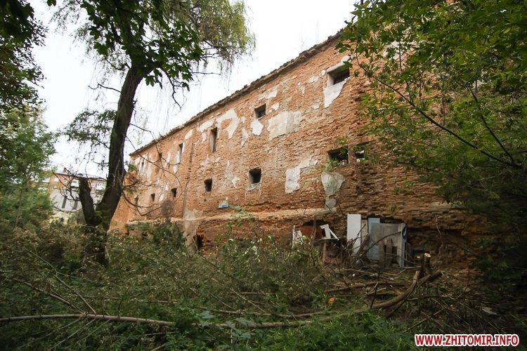 ryini 2109 13 - Аварійна «законсервована» пам'ятка архітектури в центрі Житомира. Фоторепортаж