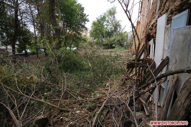 ryini 2109 14 - Аварійна «законсервована» пам'ятка архітектури в центрі Житомира. Фоторепортаж