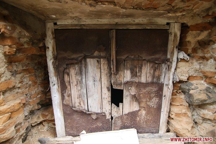 ryini 2109 17 - Аварійна «законсервована» пам'ятка архітектури в центрі Житомира. Фоторепортаж
