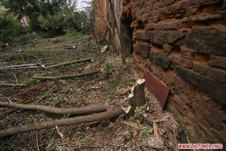 ryini 2109 18 - Аварійна «законсервована» пам'ятка архітектури в центрі Житомира. Фоторепортаж