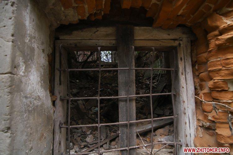ryini 2109 20 - Аварійна «законсервована» пам'ятка архітектури в центрі Житомира. Фоторепортаж