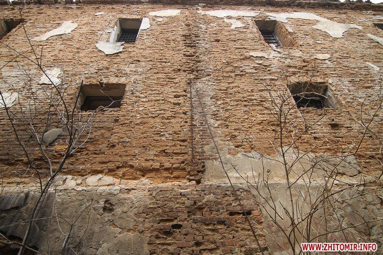 ryini 2109 22 - Аварійна «законсервована» пам'ятка архітектури в центрі Житомира. Фоторепортаж