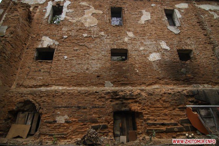 ryini 2109 23 - Аварійна «законсервована» пам'ятка архітектури в центрі Житомира. Фоторепортаж