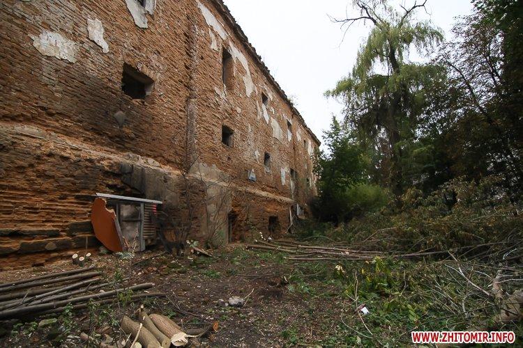 ryini 2109 24 - Аварійна «законсервована» пам'ятка архітектури в центрі Житомира. Фоторепортаж
