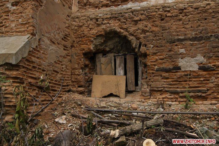 ryini 2109 25 - Аварійна «законсервована» пам'ятка архітектури в центрі Житомира. Фоторепортаж