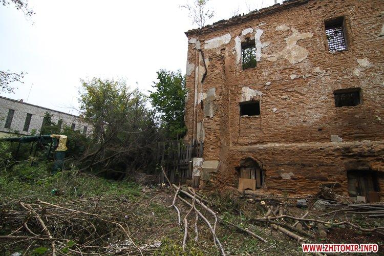 ryini 2109 26 - Аварійна «законсервована» пам'ятка архітектури в центрі Житомира. Фоторепортаж