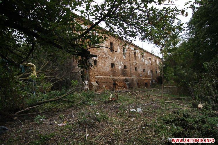 ryini 2109 27 - Аварійна «законсервована» пам'ятка архітектури в центрі Житомира. Фоторепортаж
