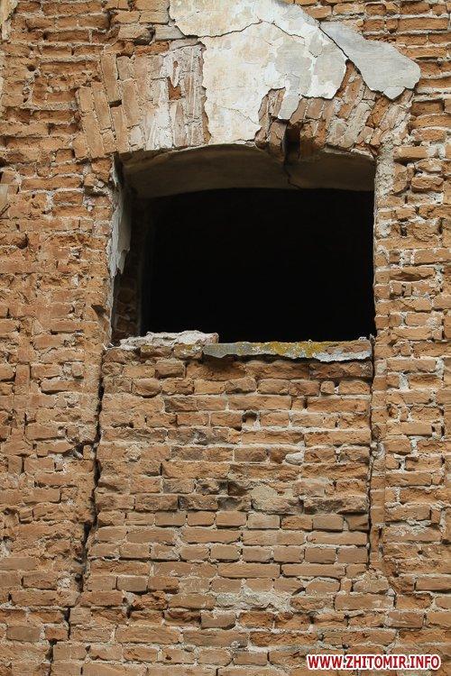 ryini 2109 29 - Аварійна «законсервована» пам'ятка архітектури в центрі Житомира. Фоторепортаж