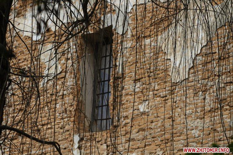 ryini 2109 30 - Аварійна «законсервована» пам'ятка архітектури в центрі Житомира. Фоторепортаж