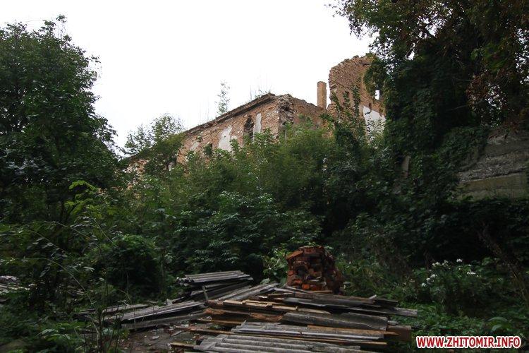 ryini 2109 35 - Аварійна «законсервована» пам'ятка архітектури в центрі Житомира. Фоторепортаж
