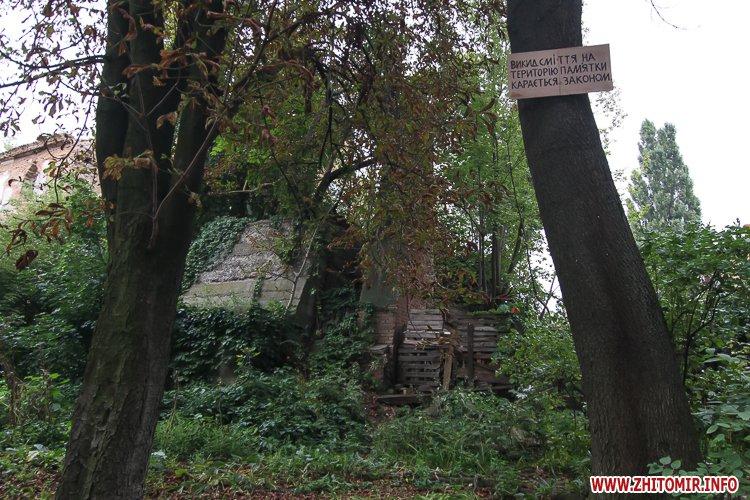 ryini 2109 36 - Аварійна «законсервована» пам'ятка архітектури в центрі Житомира. Фоторепортаж
