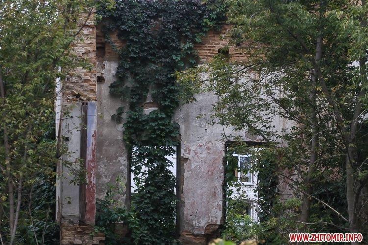 ryini 2109 37 - Аварійна «законсервована» пам'ятка архітектури в центрі Житомира. Фоторепортаж