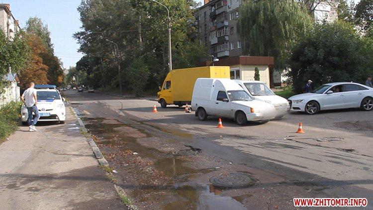 dtp koroyova 3 - На вулиці Короленка у Житомирі зіштовхнулися два автомобілі