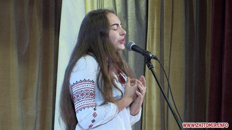 zbirka FRozenblat 05 - Фонд родини Розенблат видав та презентував збірку поезій обдарованих житомирських школярів