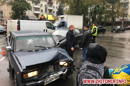 2017 10 11ydeDum 1 w440 h290 - ДТП у центрі Житомира заблокувала рух тролейбусів