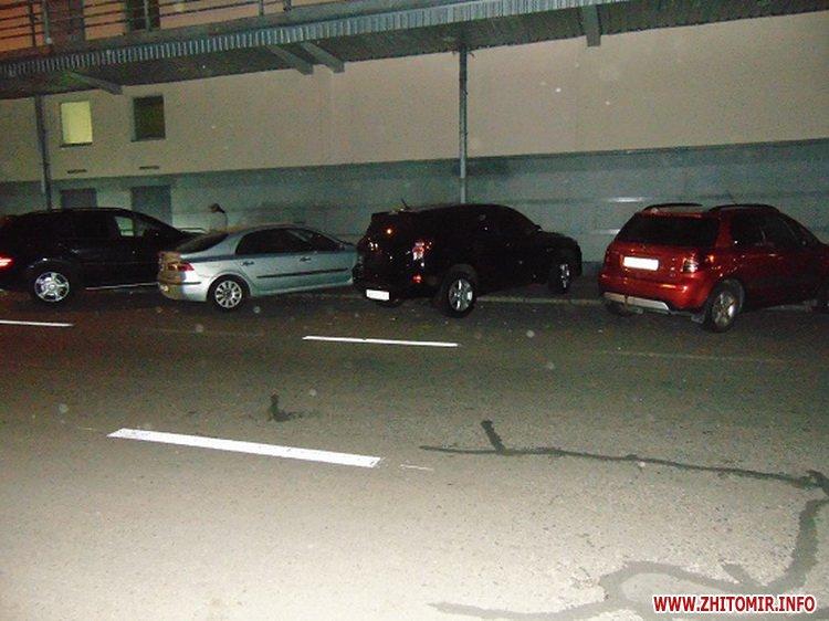 mashinka ygon 5 - У Києві житомирянин з товаришем викрали з парковки торгового центру Toyota Land Cruiser