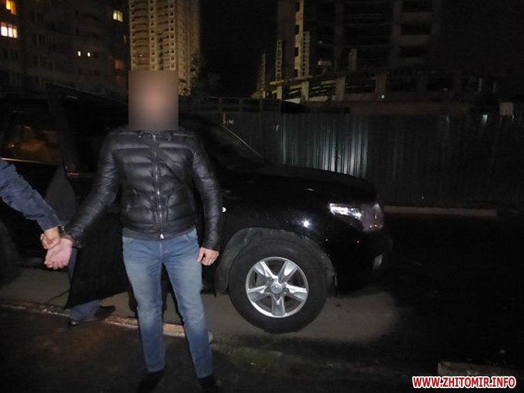 mashinka ygon 7 - У Києві житомирянин з товаришем викрали з парковки торгового центру Toyota Land Cruiser