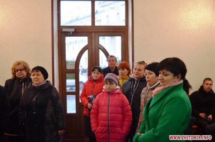 ekskursia Ato 03 - Учасникам АТО та їхнім рідним під час екскурсії містом розказали легенди та цікаві історії про Житомир