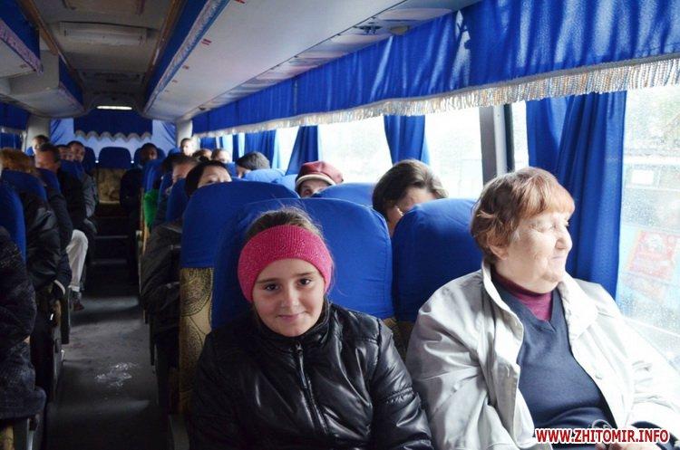 ekskursia Ato 07 - Учасникам АТО та їхнім рідним під час екскурсії містом розказали легенди та цікаві історії про Житомир