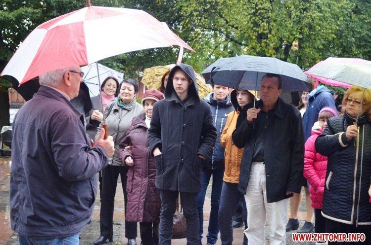 ekskursia Ato 11 - Учасникам АТО та їхнім рідним під час екскурсії містом розказали легенди та цікаві історії про Житомир