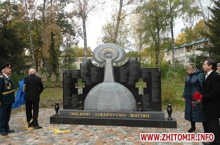 2017 10 17Chorn ato 6 w440 h290 - У селищі поблизу Житомира відкрили пам'ятник ліквідаторам на ЧАЕС, а в Чуднівському районі – меморіальну дошку АТОшнику