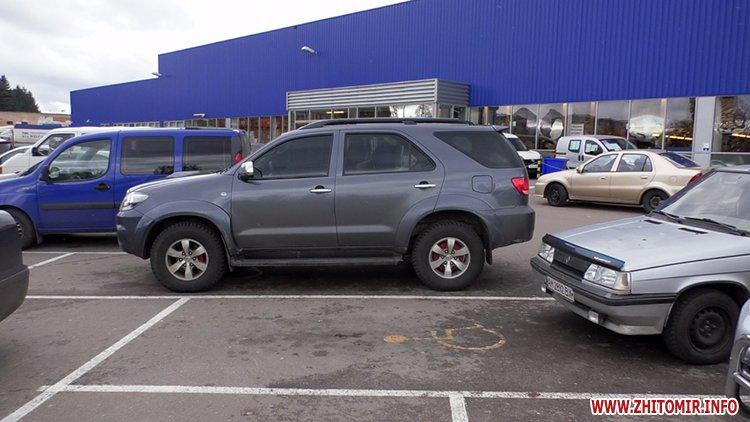 lkas 02 - Як у Житомирі дотримуються закону щодо паркування на місцях для людей з інвалідністю