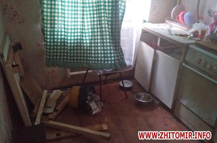 2017 10 06iiuyq 1 w440 h290 - Житель Бердичева забив до смерті старшу на 9 років співмешканку і викинув закривавлені речі у вікно