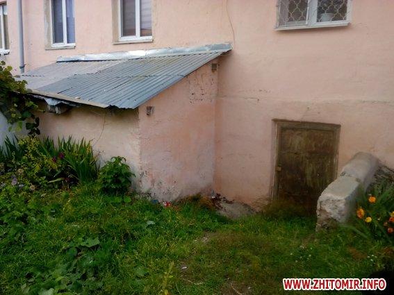 iiuyq 4 - Житель Бердичева забив до смерті старшу на 9 років співмешканку і викинув закривавлені речі у вікно