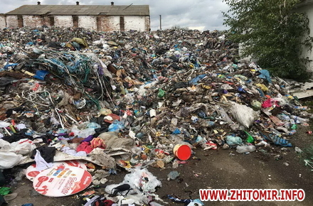 2017 10 06shdhjrykl w440 h290 - У Житомирській області «підприємливі» селяни вирішили заробити на львівському смітті