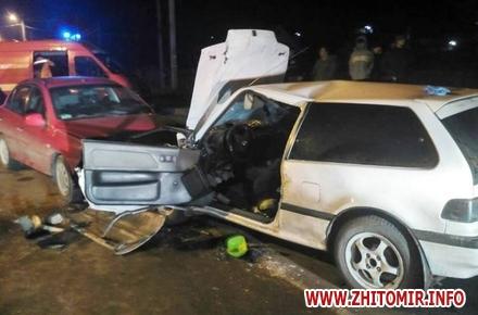2e717106e8216af5e187189b803636e3 w440 h290 - У Житомирі в лобову зіткнулися два автомобілі, рятувальники витягували постраждалого водія