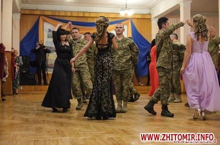42b7aeb9443a8f094b97e36729a0095b w440 h290 - День ВСУ, подготовка к Новому году и первый военный бал в Житомире. Фото недели