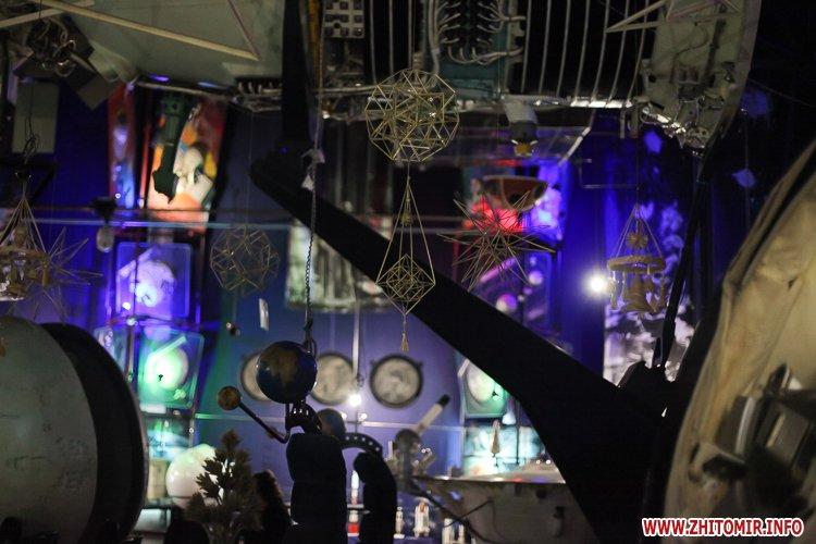 5a3ffb7af072a - Житомирянам показали, як зробити древню українську різдвяну прикрасу – солом'яного павука. Фоторепортаж