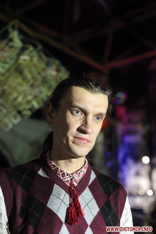5a3ffb9927d06 - Житомирянам показали, як зробити древню українську різдвяну прикрасу – солом'яного павука. Фоторепортаж