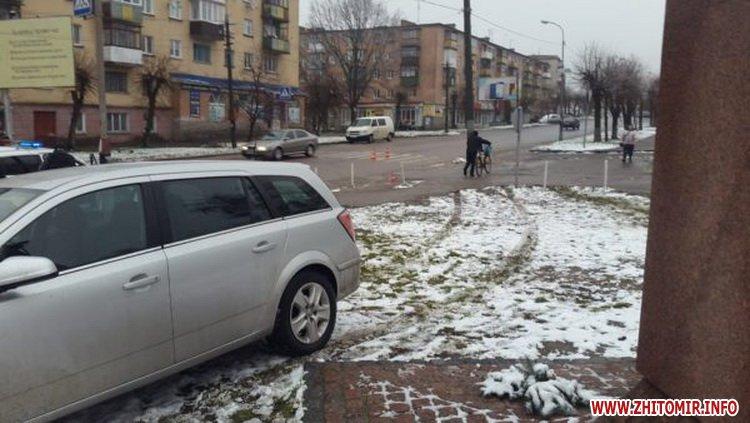 5a401053d0a59 - У Бердичеві на пішохідному переході Opel збив студента
