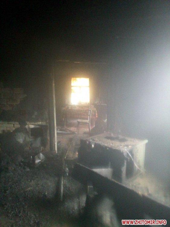 5a4031b53f7a4 - Серед білого дня на пожежі в Житомирській області загинула прикута до ліжка бабуся