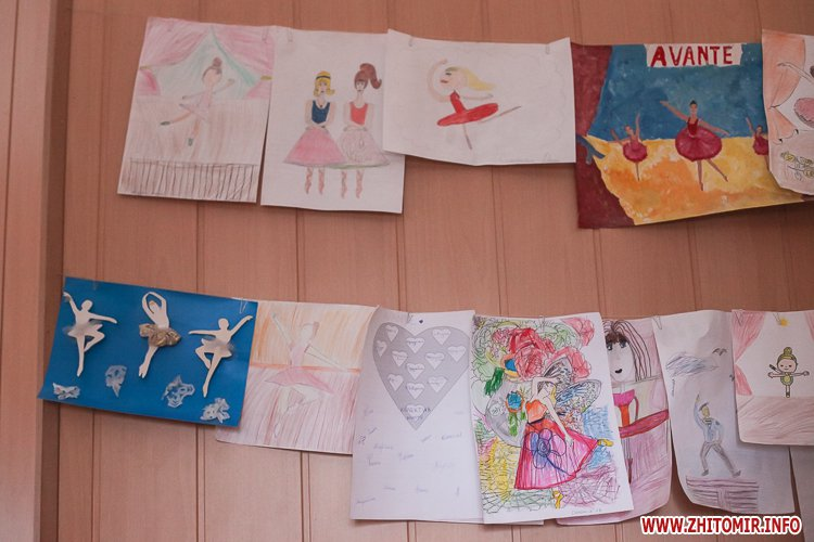 5a40fe044c37d - Як тренуються маленькі артисти балету в житомирському центрі танцю «Аванте». Фоторепортаж