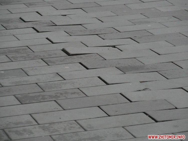 5a410426ec4cd - Реконструкція тротуарів у центрі Житомира: другий Новий рік з недокладеною бруківкою