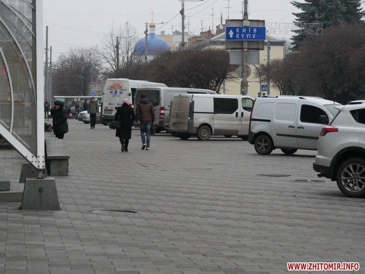 5a41042cbb239 - Реконструкція тротуарів у центрі Житомира: другий Новий рік з недокладеною бруківкою