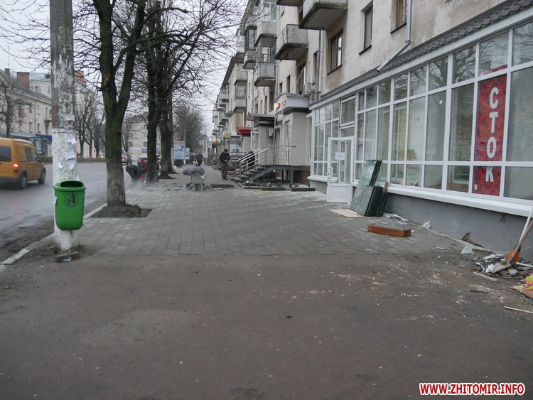 5a41049a9e78f - Реконструкція тротуарів у центрі Житомира: другий Новий рік з недокладеною бруківкою
