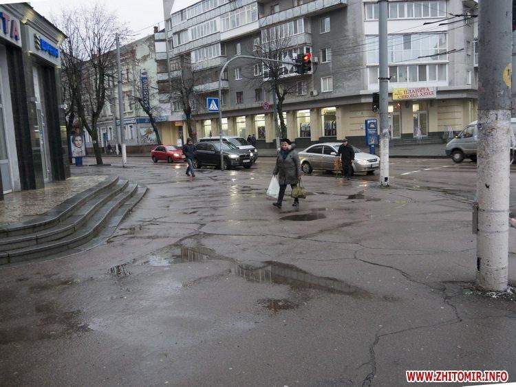 5a41051960cb5 - Реконструкція тротуарів у центрі Житомира: другий Новий рік з недокладеною бруківкою