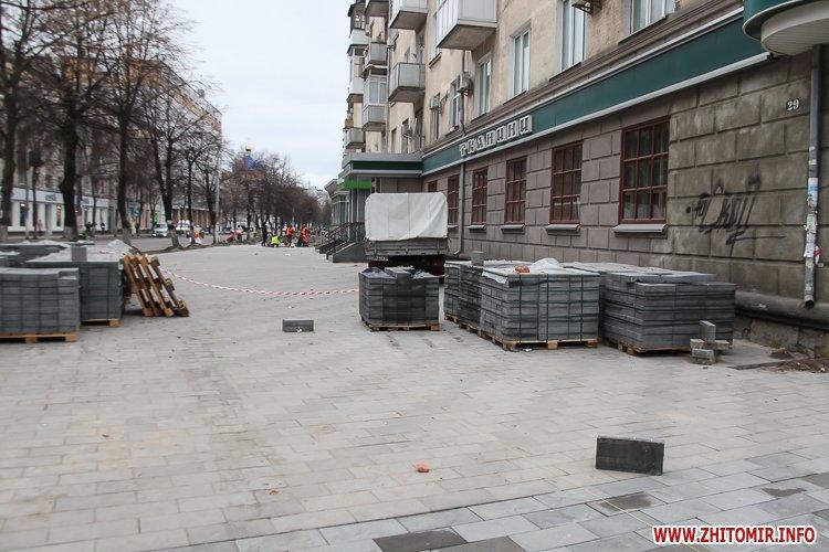 5a4106a931c27 - Реконструкція тротуарів у центрі Житомира: другий Новий рік з недокладеною бруківкою