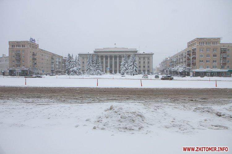 5a4049a2b3449 - Депутаты на сессии, Житомир замело снегом, елка и открытие Рождественской ярмарки. Фото недели