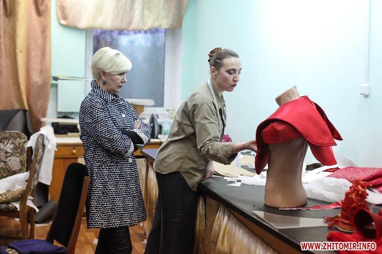 5a404a25805cc - Депутаты на сессии, Житомир замело снегом, елка и открытие Рождественской ярмарки. Фото недели